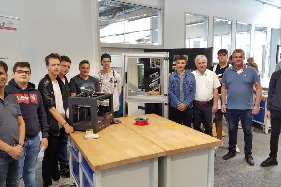 Schüler/innen optimieren den 3D-Druck und bauen einen Transportwagen