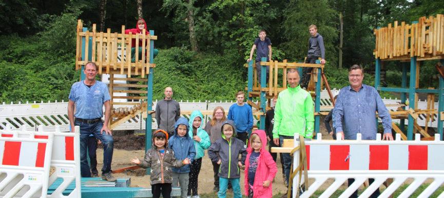 """Schülerinnen und Schüler konstruieren und bauen ein Spielgerät für die Kita """"Wilde Wiese"""""""