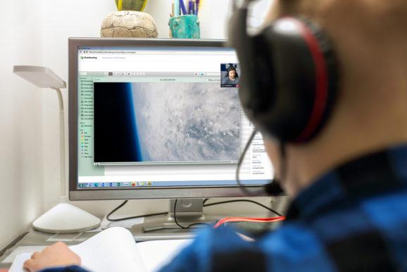 Schülerinnen und Schüler starten online den eigenen Stratosphärenflug